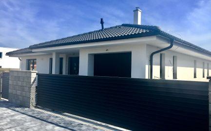 Novostavba 4 izbového  bungalovu  s  garážou  v centre v Rovinky