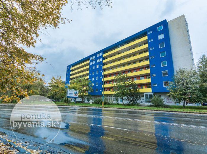 PREDANÉ - HAANOVA, 2-i byt, 58 m2 – priestranný, svetlý, veľký BALKÓN, vlastný kotol, NÍZKE NÁKLADY, pivnica, lokalita plná zelene