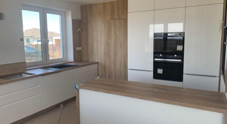 Vírivka v cene!! Luxusný 7 izb. dvojpodlažný rodinný dom , novostavba 650 m2 pozemok!!