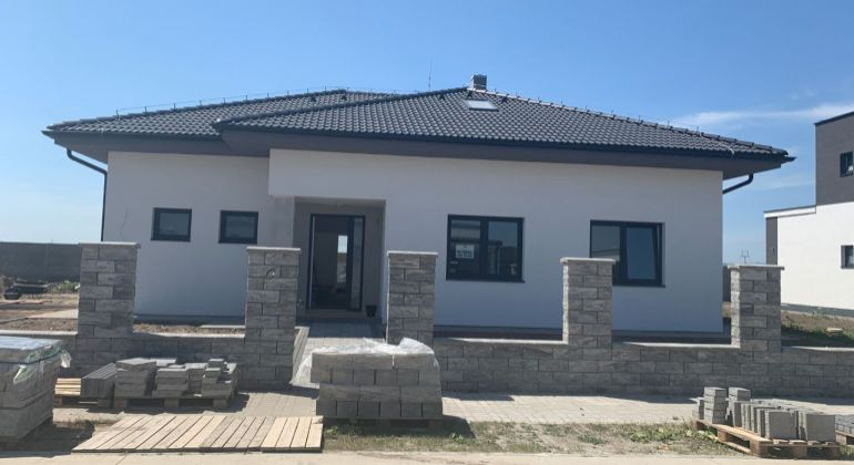 TOP PONUKA  -Novostavba 6 izb rodinného domu v novovybudovanej časti v Štvrtok  na Ostrove.