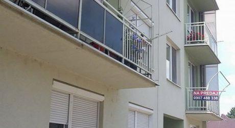 DOHODA MOŽNÁ!! Predaj - Kompletne prerobený 2 izbový byt s balkónom, vlastným kombinovaným kotlom v Komárne