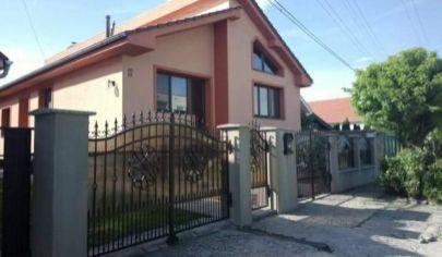 Ponúkame na predaj exkluzívny/ dvojgeneračný rodinný dom v Dvoroch nad Žitavou - okr. Nové Zámky.TOP PONUKA!