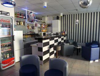 Prenájom obchodné priestory - zariadený bar, Bytča
