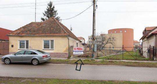 Sládkovičovo (GA): Predaj stavebn.pozemku 1098m2_siete pred pozemkom