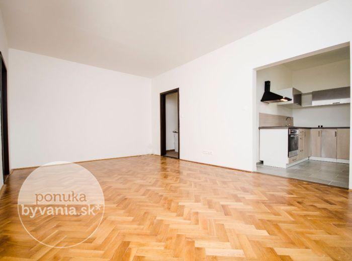PREDANÉ - ŠALVIOVÁ, 3-i byt, 71 m2 – kompletná REKONŠTRUKCIA 2017, šatník, pivnica, v susedstve RETRA, IHNEĎ VOĽNÝ