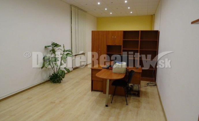 Na prenájom  obchodný alebo kancelársky priestor v priamom centre mesta Rimavská Sobota - výhodne!