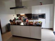 REALFINANC REZERVOVANÝ !!! 4 izbový podpivničený rodinný dom 140 m2, pozemok 696 m2, po rekonštrukcii, Hrnčiarovce nad Parnou !