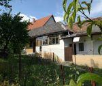 Rodinný dom v pôvodnom stave, záhrada 570m2, Trenčianske Jastrabie, okr. Trenčín. EXKLUZÍVNE U NÁS !!!