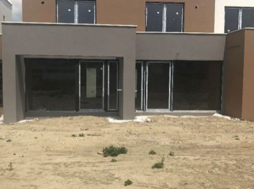 2-izbový byt (3-B) v štandarde s úžitkovou plochou 52,5m2, záhradkou o výmere 53m2 a park. státím v cene