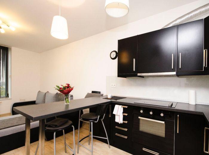 PRENAJATÉ - BAJKALSKÁ - III VEŽE, 1-i byt, 40 m2 – kompletne moderne zariadený, garážové státie, posilňovňa, PRÉMIOVÉ BÝVANIE v TOP lokalite