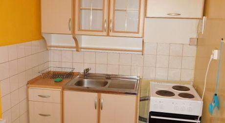 Predaj - čiastočne prerobený 1 izbový byt na ul. Generála Klapku v Komárne