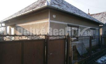 Exkluzívna cena! Dobrý, suchý, udržaný rodinný dom v obci Jasová na predaj.