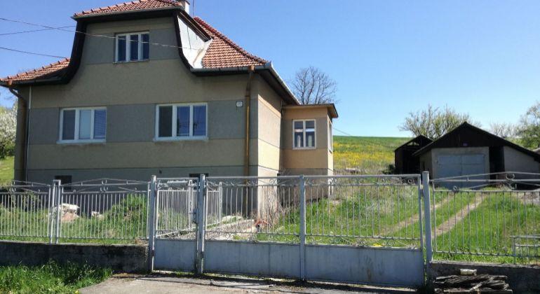 EXKLUZÍVNE/ RD - PRUSY so začatou rekonštrukciou/pozemok 2000m2(aj na stavebný pozemok)