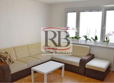 Pekný 4 izbový byt na ulici Milana Marečka v Devínskej Novej Vsi