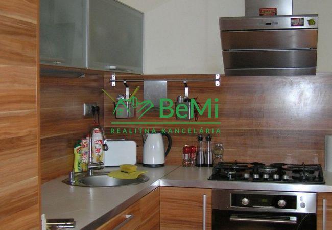Rezervované!!!Na predaj pekný 3-izbový byt pri Sanate (393-113-MP)