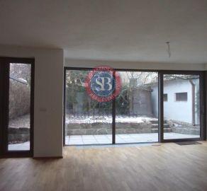 StarBrokers – Prenájom – ½ dvojdomu – 5- izbový moderný rodinný dom v Horskom parku / Renting – ½ semi-detached house- 5 bedroom sunny modern family house in Horský Park