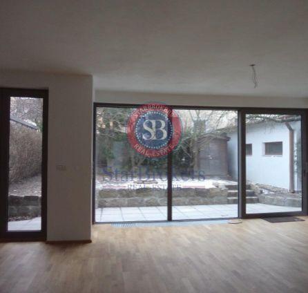 StarBrokers – Prenájom – 5- izbový moderný rodinný dom v Horskom parku / Renting – 5 bedroom sunny modern family house in Horský Park