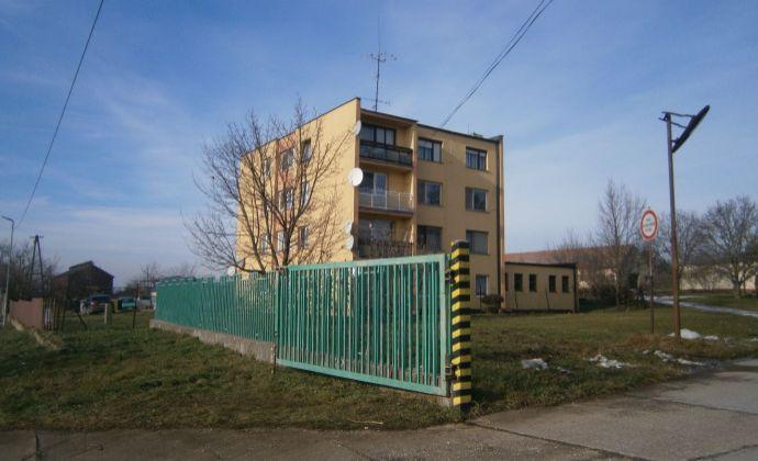 Exkluzívne! Zrekonštruovaný 4 izbový byt na predaj v obci V. Lovce, ihneď komfortné bývanie.