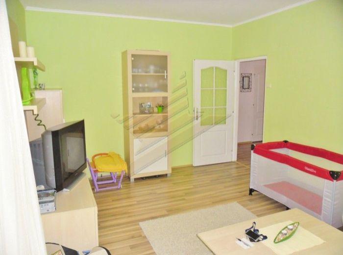 PREDANÉ - SEGNEROVA, 3-i byt, 68 m2 - zrekonštruovaný byt s domom, s obrovskou loggiou, výborná dispozícia, TOP LOKALITA, VÝBORNÁ DOSTUPNOSŤ DO CENTRA
