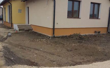 Na predaj novostavba rodinného domu s pozemkom a parkovacím miestom.