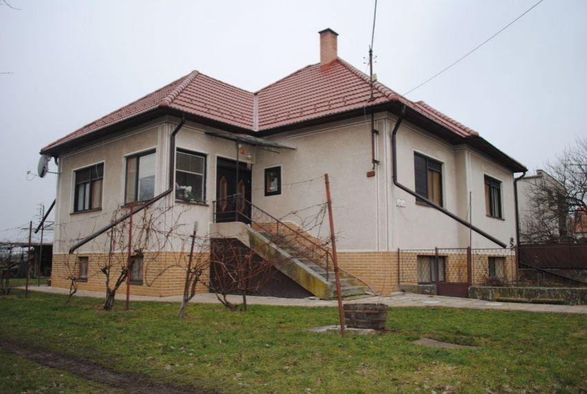 Predaj Rodinné domy Hronovce