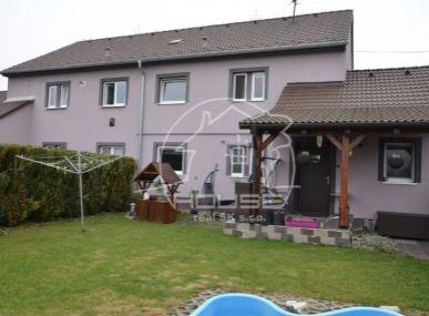 PREDAJ: 3 izb. byt s vlastným dvorom, bazénom, záhradou a garážou, Rovinka
