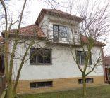 Predaj dom Osuské v tichej uličke s velkým  pozemkom.