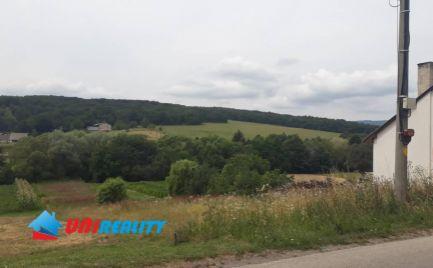 Obec ZLATNÍKY okres  BÁNOVCE nad  BEBRAVOU / pekný slnečný pozemok na predaj o výmere 1.220 m2