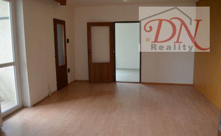 Ponúkame na predaj RD  s  rovinatým   pozemkom  - 874 m2, Nitra - Zobor. Výhradne u nás !