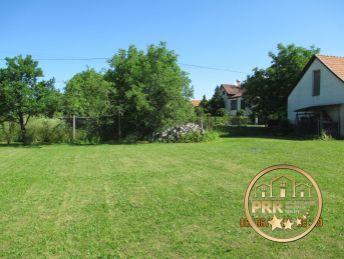 PREDANÉ !!! Predaj krásneho slnečného pozemku 903m2 v obci Ostratice pri Bánovciach n/B.