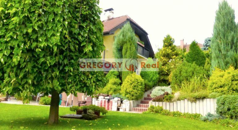 GREGORY Real, PREDAJ 6-izbový RD v Limbachu, rezidenčná lokalita Machergut, krásna okrasná záhrada, pozemok 915 m2