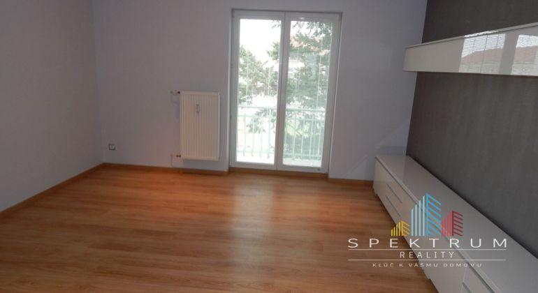 Na predaj 2 izbový byt 60m2, Prievidza- pre náročných s balkónom, pivnicou