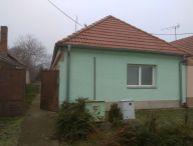 REALFINANC - Ponúkame Vám na predaj po rekonštrukcii 2,5 izbový rodinný dom v obci Siladice