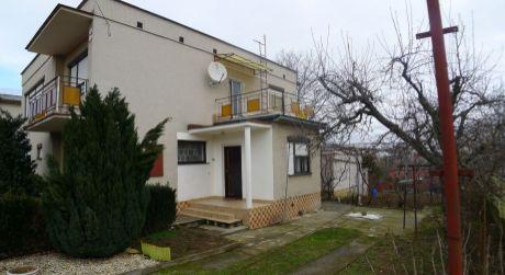 Solčany - dvojgeneračný 7 izbový dom