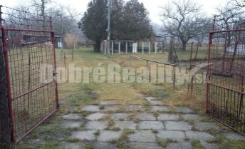 Na predaj veľká 25 árová záhrada v Komárne.