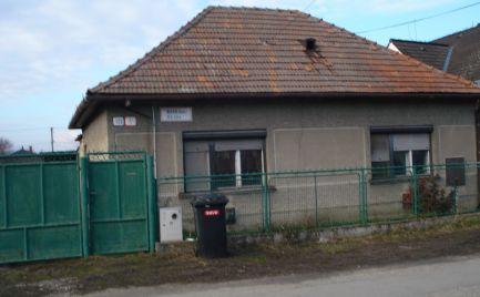 3 izb rodinný dom v pôvodnom stave v centre Gabčíkova