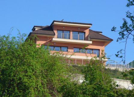 StarBrokers -  PRENÁJOM - 4 izbový byt v novostavbe s BAZÉNOM, Nové mesto - Koliba, ul. Strážna, krásny výhľad
