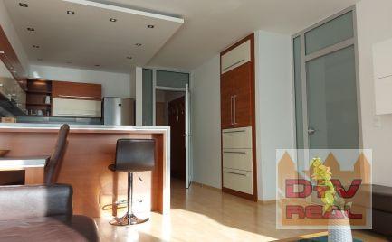 D+V real ponúka na prenájom: 3 izbový byt, Bajkalská ulica, Tri veže, Bratislava III, Nové Mesto, zariadený, parkovanie