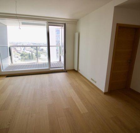 REZERVOVANÝ - Bývajte luxusne! Bývajte na atraktívnej adrese PANORAMA CITY s krásnym výhľadom, 22p./33p.
