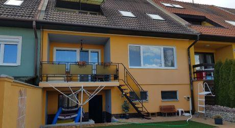 Rodinný dom s pekným výhľadom a BAZÉNOM v Štúrove.