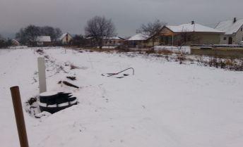 Stavebný pozemok v obci Zamarovce - 667 m2