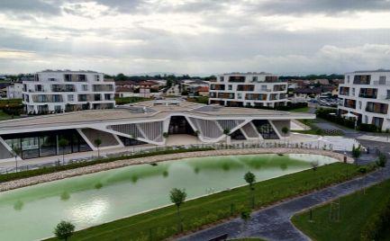 Ponúkame Vám na predaj veľký trojizbovy byt s nádherným výhľadom s terasou 53m2 vrátane vlastného parkovacieho miesta CENA DOHODOU