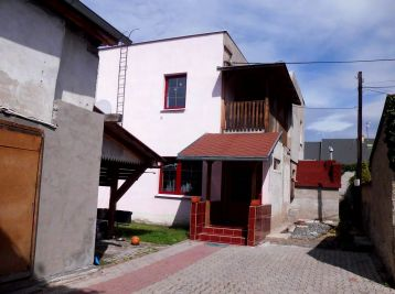 Zaujímavý rodinný dom v centre Lučenca