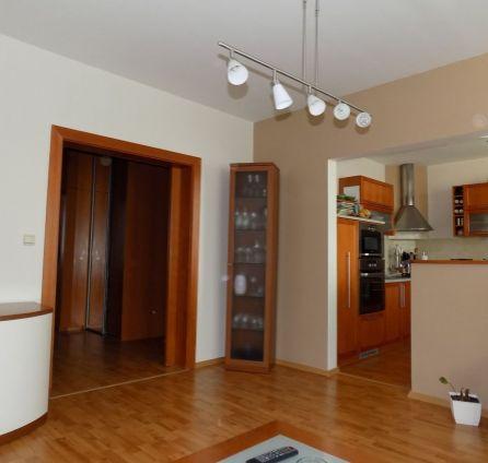 STARBROKERS - Predaj rekonštruovaného 3 izb. bytu so zasklenou lodžiou, 74 m2, Gercenova ul., začiatok Petržalky