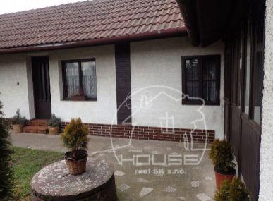 NA PREDAJ: Útulný rodinný dom 65 km od Bratislavy