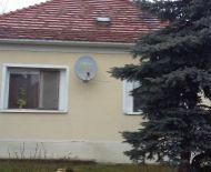 Len u nás!!! DIAMOND HOME s.r.o EXCLUSÍVNE Vám ponúka 3 izbový rodinný dom na 11 árovom pozemku v tichej uličke v obci Veľké Blahovo.