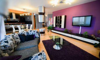Nadštandarný,  kompletne zariadený 3 izbový byt v centre L.Mikuláša s garážovým státím.