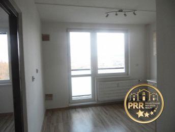 Na predaj 1-izb.byt, 42m2 s balkónom, špajzou a pivnicou v Bánovciach n/B., Stred