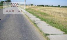 Predáme alebo Prenájmeme pozemok vedľa hlavnej cesty v Obci Hviezdoslavov okres Dunajská Streda na OBCHOD POTRAVIN.