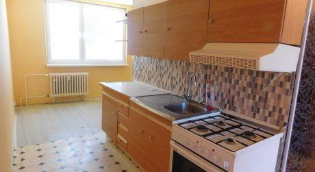 Predaj - čiastočne prerobený 2 izbový byt na Rákocziho ulici v Komárne
